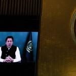 国連総会に宛てたパキスタンのカーン首相によるビデオ演説=24日、ニューヨーク(AFP時事)