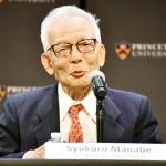 ノーベル物理学賞の受賞が決まり、プリンストン大で記者会見する真鍋淑郎上席研究員=5日、米ニュージャージー州(時事)