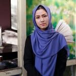 カブールで取材に応じる女性教員のハサニさん=16日(AFP時事)