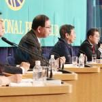日本記者クラブ主催の党首討論会で討論する与野党の党首=18日午後、東京都千代田区
