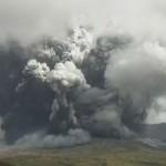 噴火した熊本県の阿蘇山=20日午前11時43分(気象庁のライブカメラ映像より)