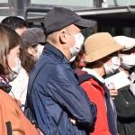 候補者の演説に耳を傾ける聴衆= 23日午後、東京都杉並区の阿佐ケ谷駅前(撮影:竹澤安李紗)