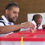 チュニジアでのジャスミン革命の影響はアラブ諸国へと波及し、隣国リビアでも政権は崩壊し自由選挙が行われるに至った。(写真は2012年7月に行われたリビアでの選挙の様子=UPI)