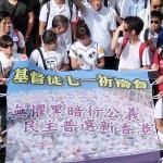 7月1日、真の普通選挙実現を求める民主化デモでは香港カトリック教会の陳日君枢機卿も拳を上げて参加した