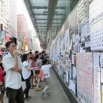 中国本土からの観光客が多い旺角(モンコック)のデモ現場では、香港政府や中央政府への不満や批判が詳細かつ率直に掲示されていた