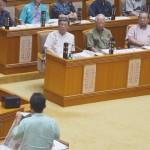 沖縄県議会で翁長雄志知事への批判強まる