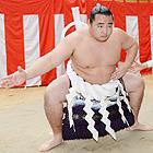 「ひい、ふの、み」、新横綱鶴竜に純白の綱完成