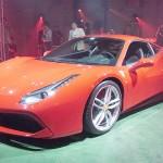 フェラーリが最新スポーツ車を日本で初公開