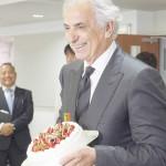 笑顔のハリル監督、63歳の誕生祝いにびっくり
